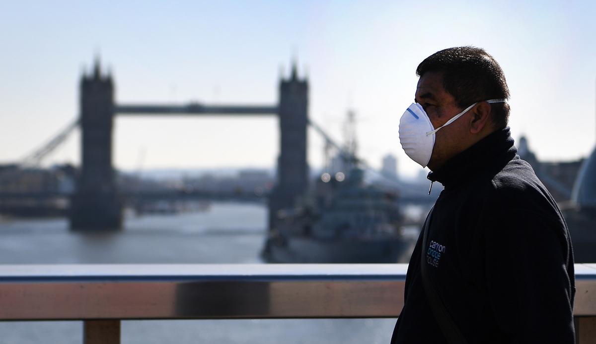 Coronavírus acelera no Reino Unido que prevê novas medidas de isolamento