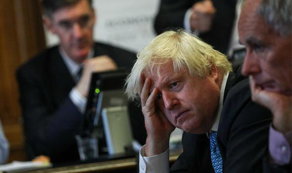 Crise do coronavírus e Brexit: popularidade do primeiro-ministro britânico despenca