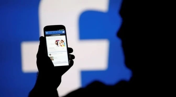 Ex-funcionária do Facebook denuncia campanhas de manipulação feitas pela rede