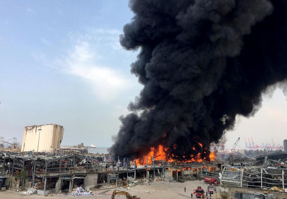Novo incêndio no porto de Beirute deixa Líbano em alerta