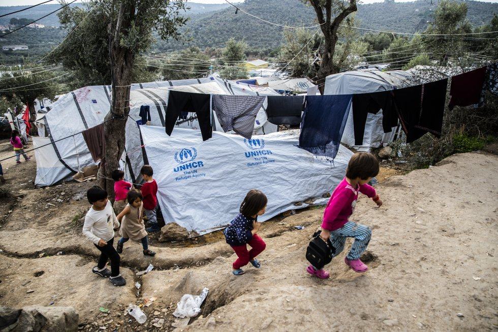 Incêndio afeta cerca de 13 mil refugiados na Grécia