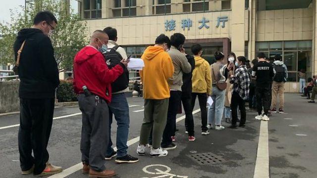 Vacinas chinesas não aprovadas são distribuídas para milhares de pessoas