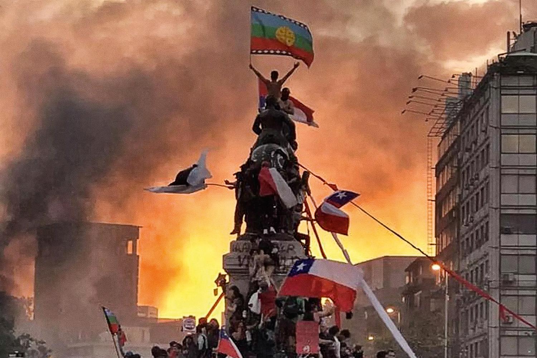 Chile: manifestação por igualdade social termina em confronto e vandalismo