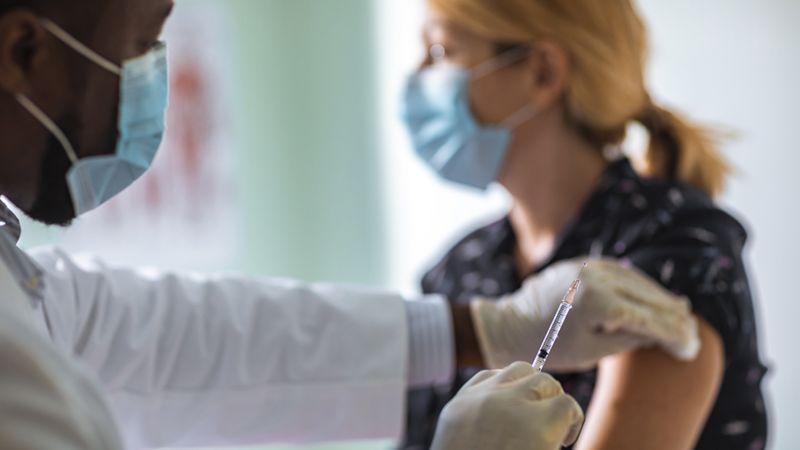 Reino Unido inicia vacinação em massa na Inglaterra
